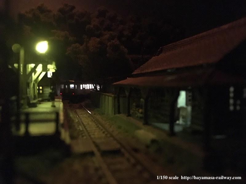 渓上里駅の風景・夜