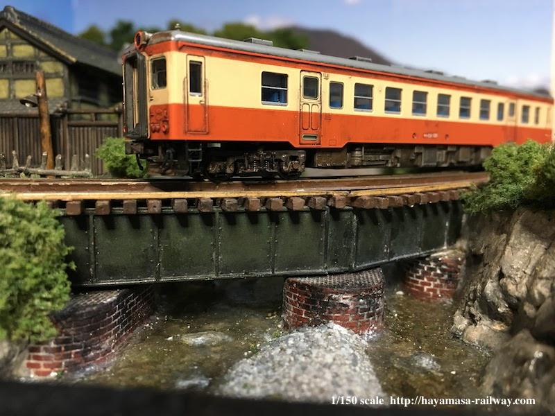 青鉄橋を渡るキハ52