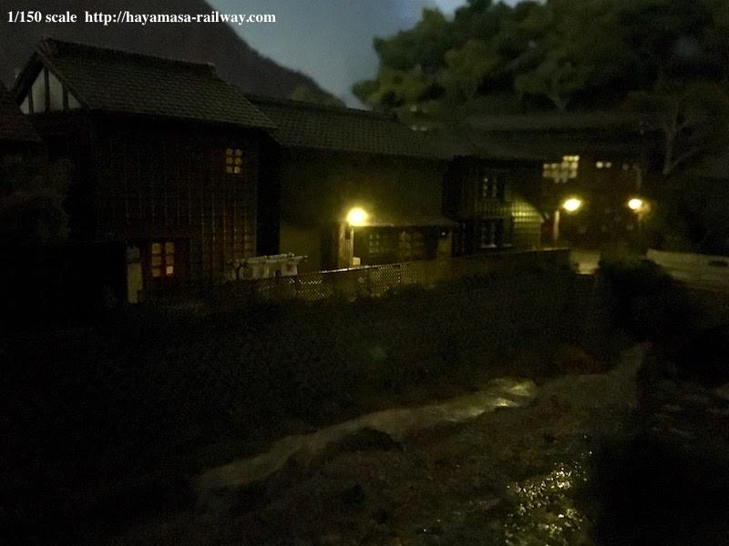 夜の商店街裏庭