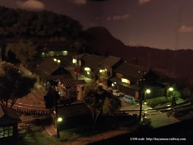 夜の渓上里村全景