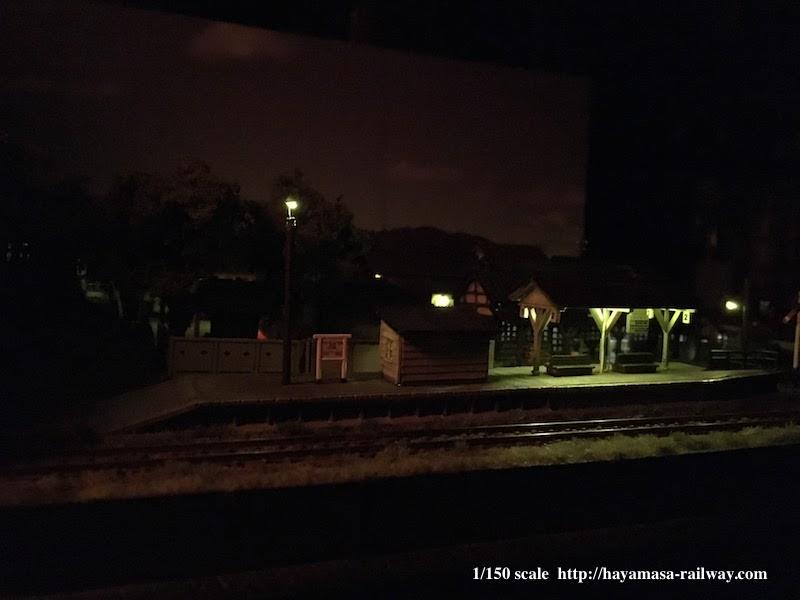 夜の渓上里駅ホーム