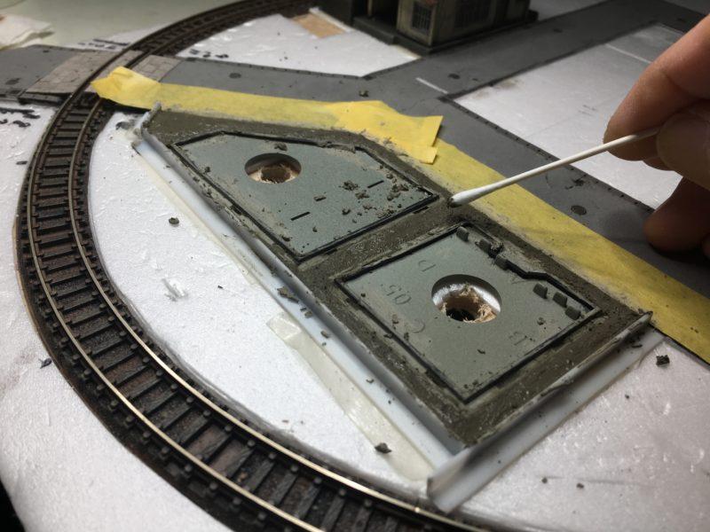 セメントの表面を整える