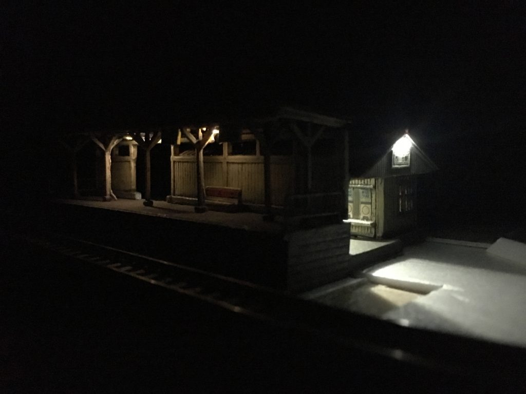 駅ホームの照明1