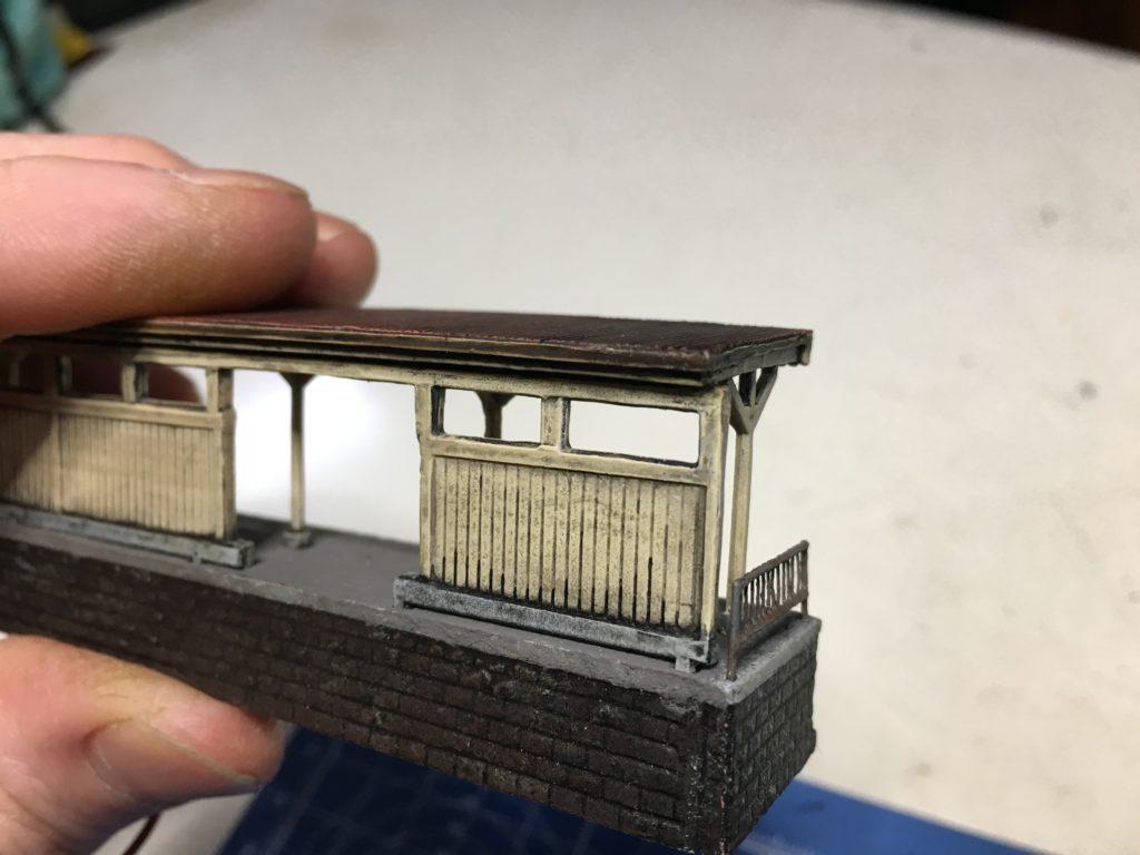 ホーム屋根の修正3