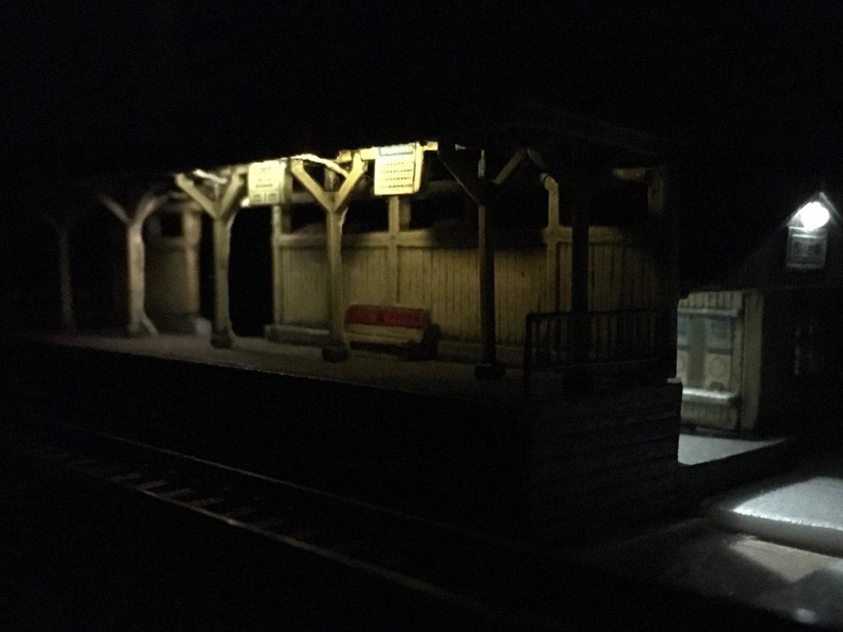 駅ホーム用の照明をチップLEDで作る